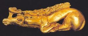 Cervo in oro al galoppo. Tipica espressione dell'arte delle steppe. Cultura sino-siberiana (1° mill. a.C.)
