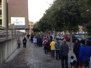 Fila de catalani al voto 1
