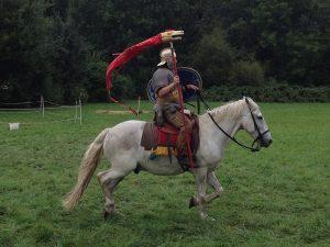 Draconarius_-_Roman_Cavalry_Reenactment_-_Roman_Festival_at_Augusta_Raurica_-_August_2013