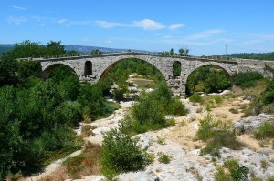 Pont Julien sol Calavon