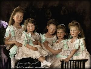 I figli dello Zar Romanov Nicola II° nel 1906. La Gran Duchessa Olga, nata nel 1895, Tsarevich Alexei,nata nel 1904, Gran Duchessa Tatiana, nata nel 1897, Maria, nata nel 1899, Anastasia, nata