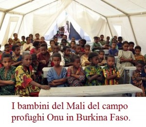 I bambini del Mali del campo profughi Onu in Burkina Faso.