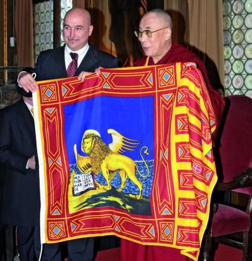 L'adhuro de la bandera veneta