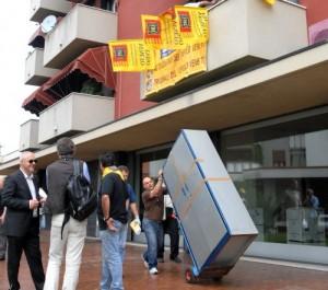 Servizio n.4976: 25 Giugno 2009 - viale italia - CONEGLIANO (Treviso) - Life pignoramento beni. -  -  -