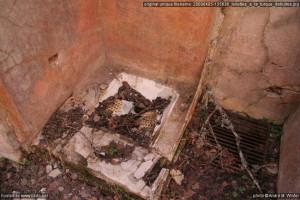 Toilettes à la turque détruites